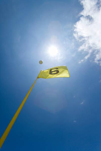 Flying Golf Ball in Blue Sky:スマホ壁紙(壁紙.com)