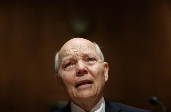 Win McNamee「IRS Commissioner John Koskinen Testifies To Senate Hearing On IRS Data Theft」:写真・画像(3)[壁紙.com]