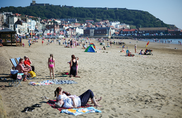 Beach「Bank Holiday Monday Sunshine In The UK」:写真・画像(10)[壁紙.com]