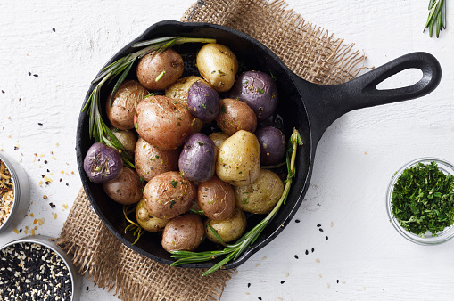 Iron - Metal「Cooked small potatoes in a skillet」:スマホ壁紙(0)