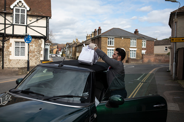 Pub Food「Volunteer Group Delivers Food To The Over Seventies During The Coronavirus Pandemic」:写真・画像(7)[壁紙.com]