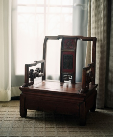 Loveseat「Antique wooden loveseat in room by window」:スマホ壁紙(5)