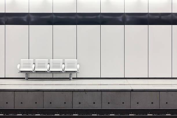 Modern railway station platform:スマホ壁紙(壁紙.com)