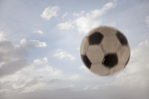 Utah「USA, Utah, Lehi, Soccer ball against sky」:スマホ壁紙(5)