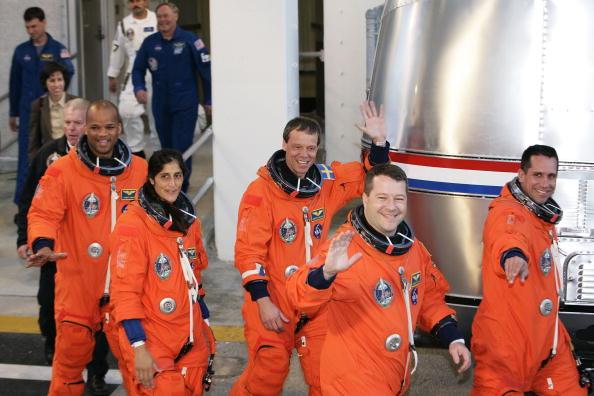 スウェーデン文化「NASA Makes Final Preparations For Space Shuttle Discovery's 33rd Flight」:写真・画像(12)[壁紙.com]