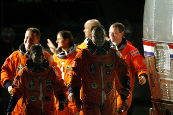 Space Shuttle Endeavor「NASA Makes Final Preparations For Space Shuttle Discovery's 33rd Flight」:写真・画像(7)[壁紙.com]