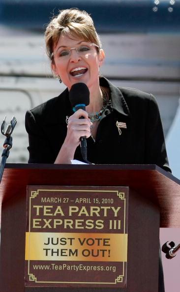 Electric Light「Large Tea Party Rally Held In Sen. Harry Reid's Hometown Of Searchlight, NV」:写真・画像(19)[壁紙.com]