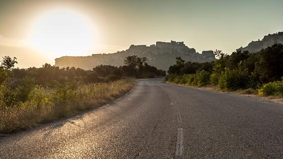 France「Empty road at sunset, Les Baux de Provence, Cote' d'Azur, France」:スマホ壁紙(10)