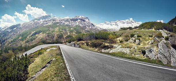 Winding Road「Empty road on mountain pass, San Bernardino, Switzerland」:スマホ壁紙(8)