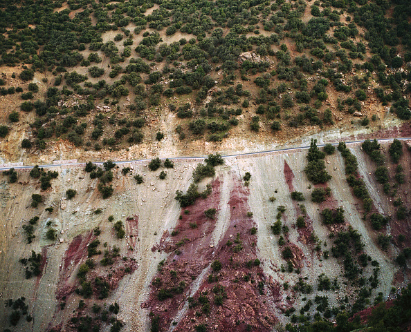 Empty Road「Empty road cuts through the Atlas mountains, Morocco, Africa.」:写真・画像(18)[壁紙.com]