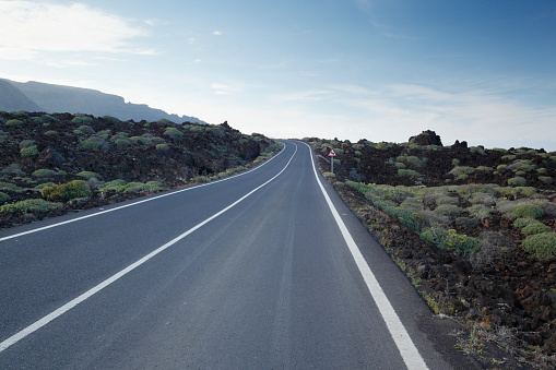Road Marking「Empty road through volcanic landscape.」:スマホ壁紙(4)