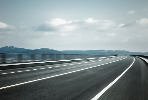 Road Marking「empty road travel through mountain range,blurred motion」:スマホ壁紙(14)