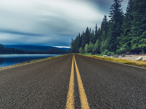 Dividing Line - Road Marking「empty road travel through mount rainier national park in the morning,washington」:スマホ壁紙(9)