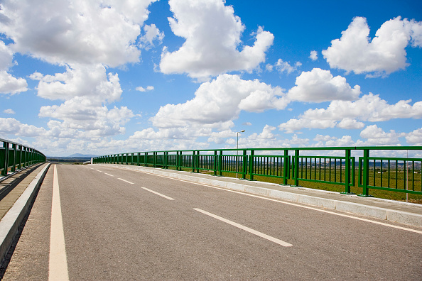 Empty Road「Empty road on Viaduct, Portugal」:写真・画像(0)[壁紙.com]
