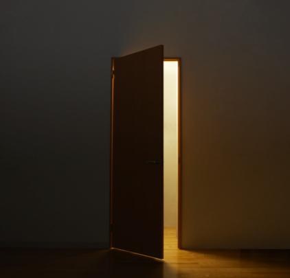 Anticipation「Light through open door 」:スマホ壁紙(16)