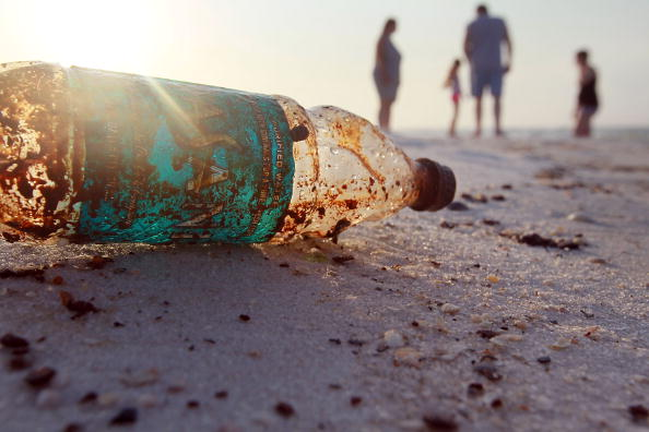 Bottle「Gulf Oil Spill Spreads, Damaging Economies, Nature, And Way Of Life」:写真・画像(4)[壁紙.com]
