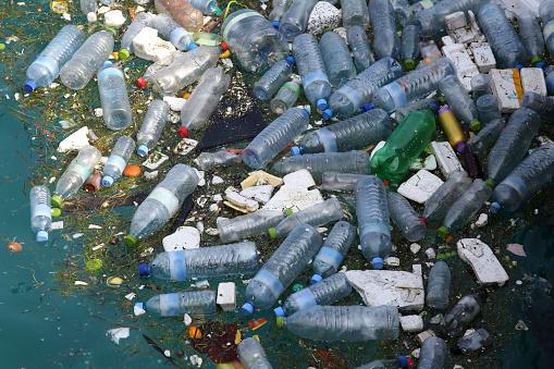 Indian Ocean「Plastic bottles and polystyrene floating in sea.」:スマホ壁紙(4)