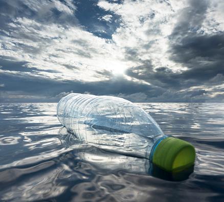 Indian Ocean「Plastic bottle floating in ocean」:スマホ壁紙(10)