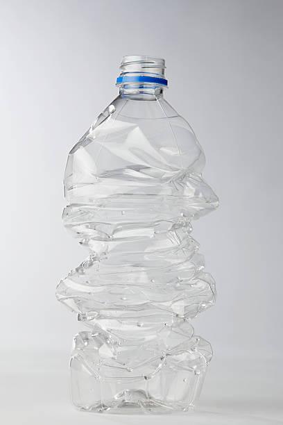 Plastic bottle:スマホ壁紙(壁紙.com)