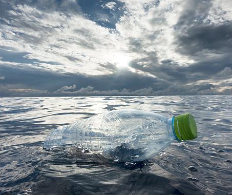 Indian Ocean「Plastic bottles floating in ocean」:スマホ壁紙(1)