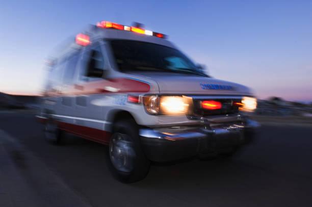 Blurred view of ambulance driving at dusk:スマホ壁紙(壁紙.com)