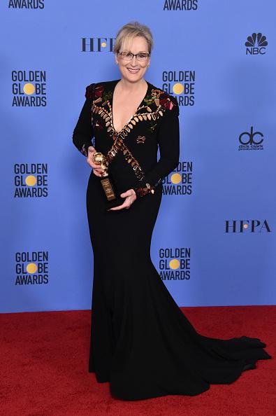 Golden Globe Award trophy「74th Annual Golden Globe Awards - Press Room」:写真・画像(17)[壁紙.com]