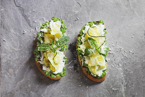 Mint Leaf - Culinary「Bruschetta with grilled zucchini, snow peas and mint, mozzarella and ricotta cheese」:スマホ壁紙(14)