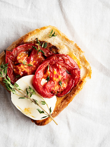 Toasted Food「Bruschetta and small sandwiches,Bruschetta with tomatoes, Crostini,,Snack or appetizer」:スマホ壁紙(8)