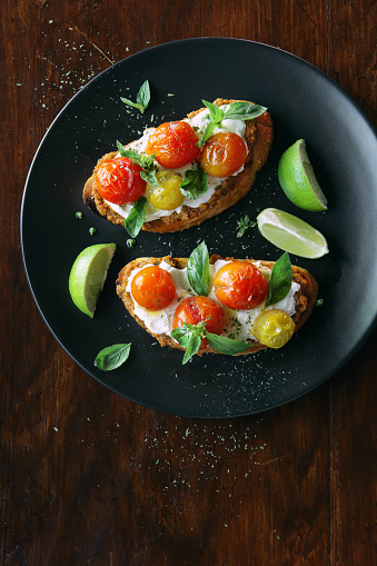 Toasted Food「Bruschetta with ricotta, cherry tomatoes and basil」:スマホ壁紙(5)