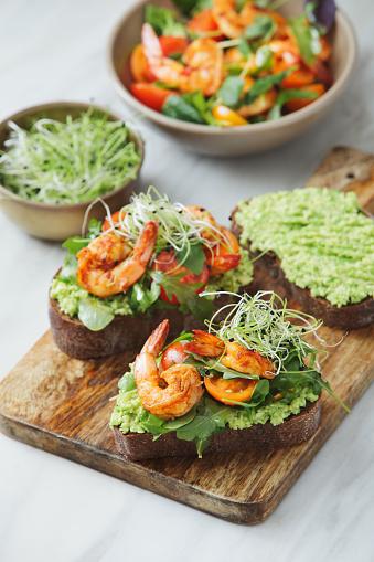Arugula「Bruschetta with avocado and prawns」:スマホ壁紙(2)