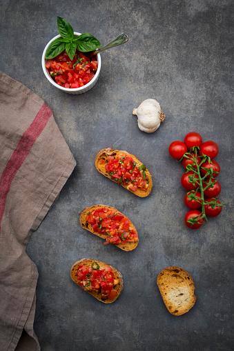 Buffet「Bruschetta with tomato, basil, garlic and white bread」:スマホ壁紙(16)