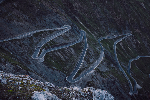 Hairpin Curve「SItaly, Hairpin curves of mountainside road inStelvioPass」:スマホ壁紙(18)
