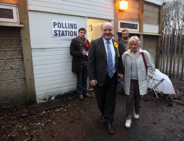 Christopher Furlong「Oldham And Saddleworth By-Election Count」:写真・画像(17)[壁紙.com]