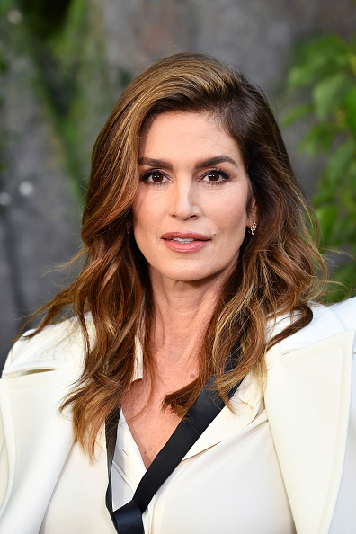 Cindy Crawford「Chanel : Photocall - Paris Fashion Week Womenswear Spring/Summer 2018」:写真・画像(1)[壁紙.com]