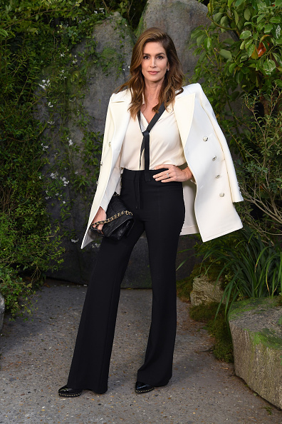 Cindy Crawford「Chanel : Photocall - Paris Fashion Week Womenswear Spring/Summer 2018」:写真・画像(9)[壁紙.com]