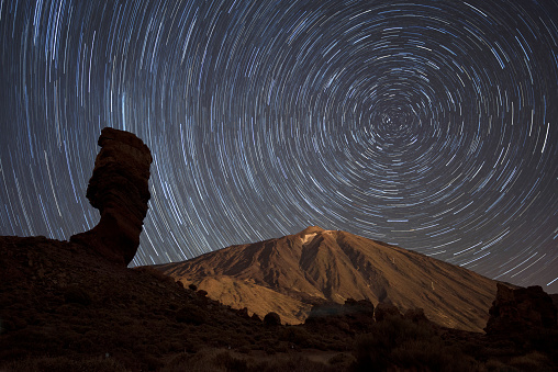 Active Volcano「Spain, Tenerife, Star trails over Teide volcano in Teide National Park」:スマホ壁紙(12)