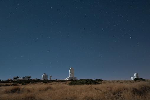 star sky「Spain, Tenerife, Teide observatory at night」:スマホ壁紙(0)