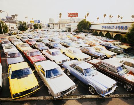Car Dealership「Car park in front of car showroom」:スマホ壁紙(14)