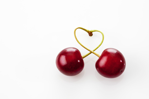 Two Objects「Stems of two sour cherries shaping a heart on white ground」:スマホ壁紙(5)