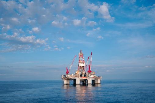 Oil Industry「Ocean oil drilling platform and sky」:スマホ壁紙(13)