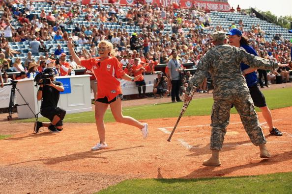Jamie Lynn Spears「City of Hope Celebrity Softball Game at CMA Festival - Game」:写真・画像(9)[壁紙.com]