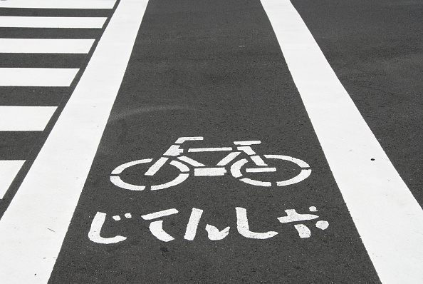 日本語の文字「Bicycle lane markings on road in Japan」:写真・画像(2)[壁紙.com]