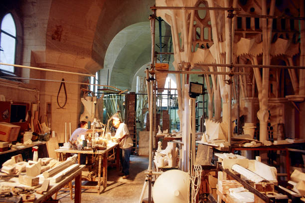 Basement workshop at the Sagrada where Plaster of Paris scale models are worked up to assess and modify the design of the complex organic shapes in the tree like columns and curving roof spaces of the Sagrada Familia, Barcelona, Spain:ニュース(壁紙.com)