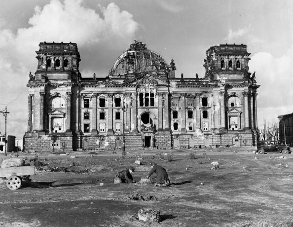 Fred Ramage「Damaged Reichstag」:写真・画像(9)[壁紙.com]