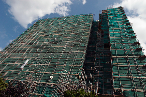 Wrapped「Scaffolding and protection sheeting surrounding a block of flats, London, UK」:写真・画像(13)[壁紙.com]