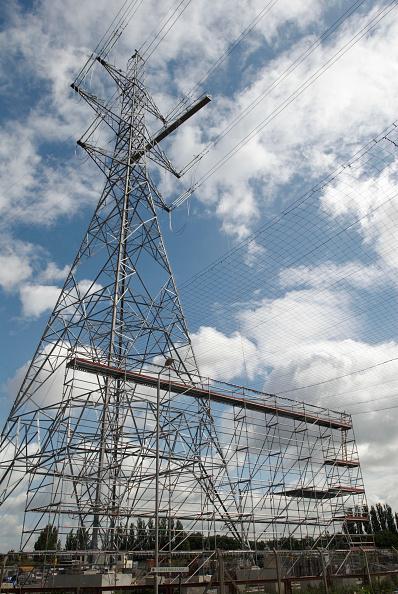 Power Supply「Scaffolding erected around pylon and power lines, East London, UK」:写真・画像(3)[壁紙.com]