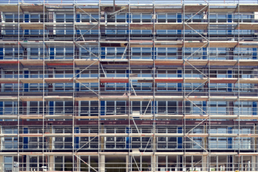 Conformity「Scaffolding covering exterior of office building」:スマホ壁紙(0)