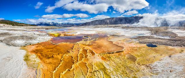 Mammoth Hot Springs「Yellowstone National Park,Wyoming,Montana,usa」:スマホ壁紙(10)