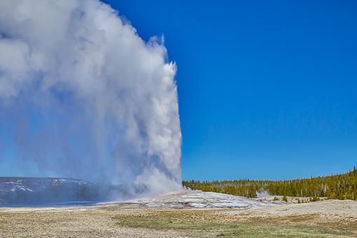 Old Faithful「Yellowstone National Park,Wyoming,Montana,usa」:スマホ壁紙(4)