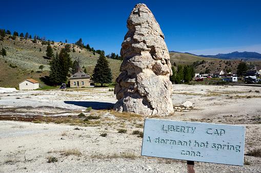 Mammoth Hot Springs「Yellowstone National Park. Wyoming. USA」:スマホ壁紙(18)